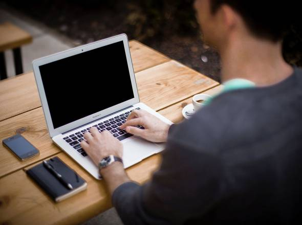 Czy warto postawić na karierę informatyka?